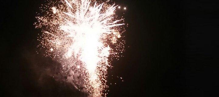 Feuerwerk zum Einläuten des Pflaumenkuchenmarktes